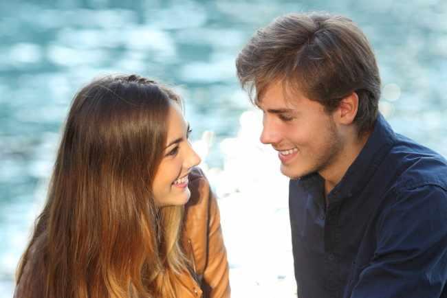 Признаки того, что парень влюблен в тебя, но скрывает чувства
